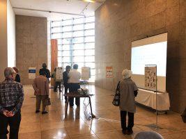 市民公開講座での投票風景